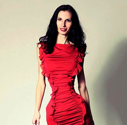 The human hourglass: The Romanian model who has just a ...