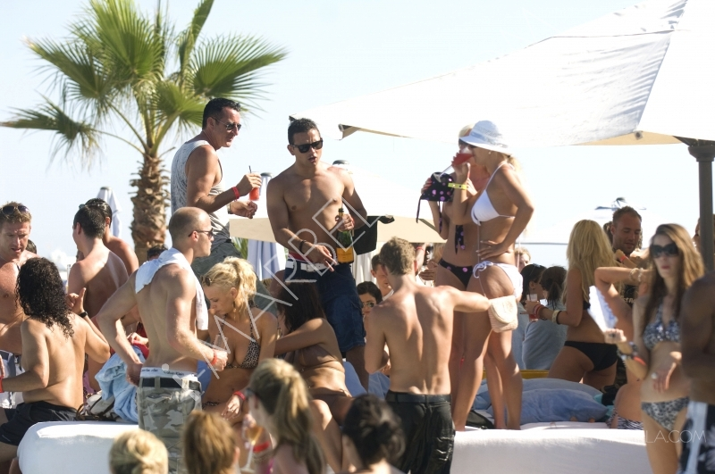 Coronation Street's Ryan Thomas surrounds himself with bathing beauties as he downs champagne in Puerto Banus