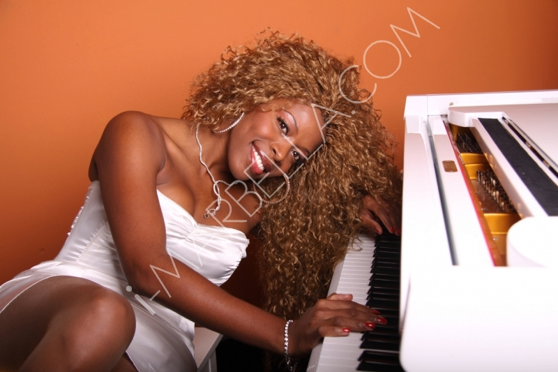 10 Minutes With Cuban Singer-Pianist Yanela Brooks