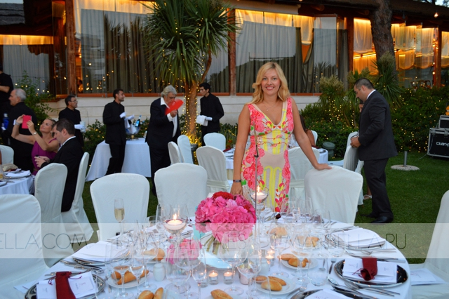 Annika Urm con Eva Longoria en el interior de la Gala Global Gift 2015