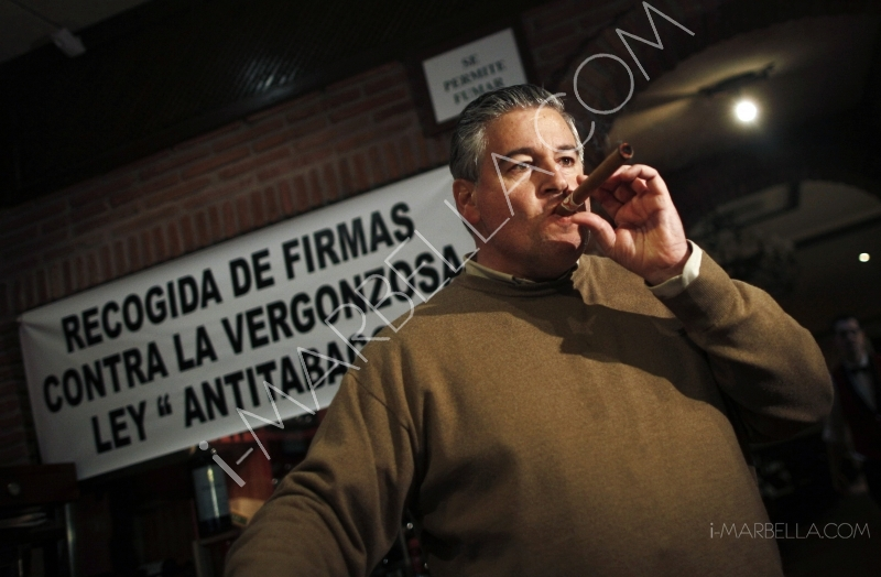 Marbella restaurant owner to continue with campaign against smoking law