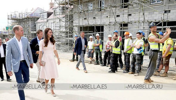 Scaffolder Takes Famous Selfie with Duchess of Cambridge