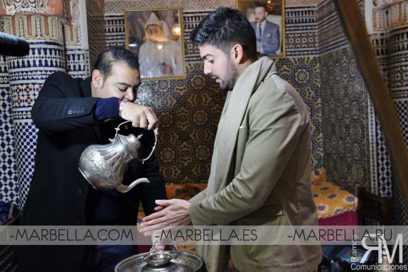 Riad Arabesque recibe al actor malagueño Javier Zurita junto a Ramos Comunicaciones