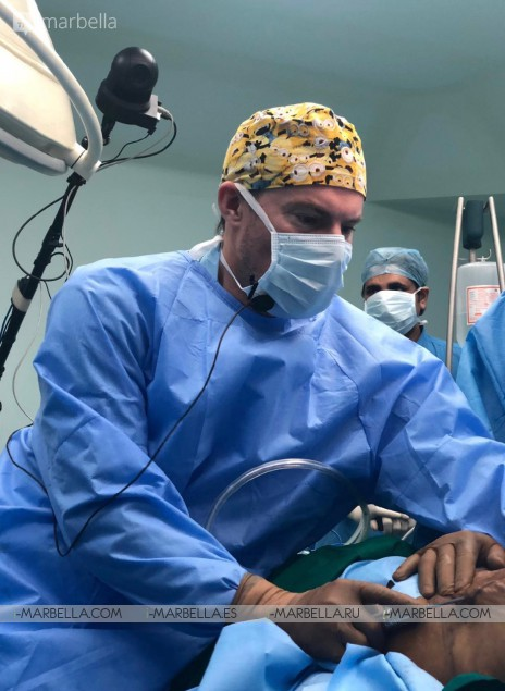 Dr. Kai Kaye Ocean Clinic Marbella performing live surgery ISAPS course in India 2019
