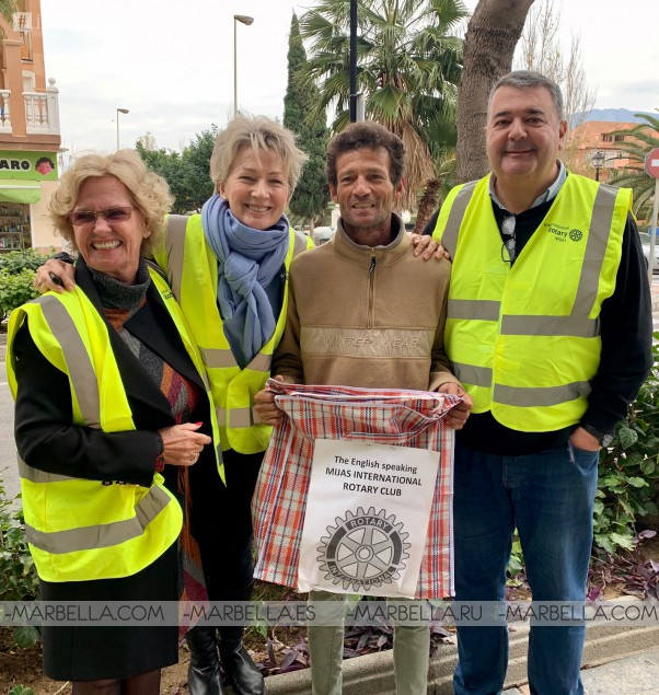 Helping Homeless During Kings Day @Rotary Club Mijas International 7th January 2020.
