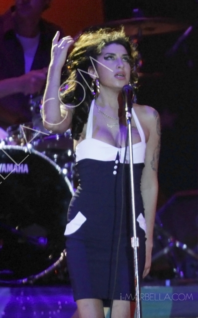 Singer Amy Winehouse Dead at 27